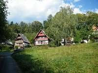 Pohled na chatovou osadu v létě - k pronájmu Černý Důl - Čistá v Krkonoších