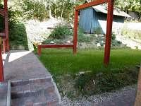 Prostor za chatou u pergoly - pronájem Černý Důl - Čistá v Krkonoších