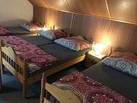 Pětilůžkový pokoj - pronájem chaty Křižlice