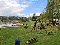 Dětské hřiště 3 min. chůze od chaty - Oblanov