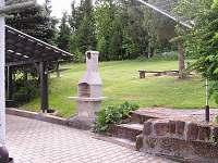 venkovní krb - chata k pronajmutí Háje nad Jizerou