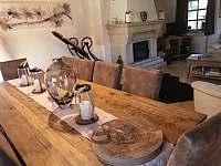 Jídelní stůl - pronájem chalupy Žacléř - Prkenný Důl