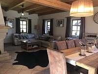 Obývací pokoj - chalupa k pronajmutí Žacléř - Prkenný Důl