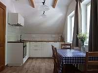 Horní apartmán kuchyň s jídelnou - Paseky nad Jizerou