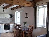 Spodní apartmán jídelna - chalupa k pronájmu Paseky nad Jizerou