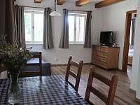 Spodní apartmán obývací pokoj - chalupa ubytování Paseky nad Jizerou