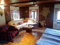 Obývací pokoj - chalupa k pronájmu Chvaleč