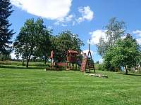 Dětské hřiště - chalupa k pronájmu Markoušovice