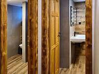 vstup do dámské a pánské koupelny - Harrachov - Ryžoviště
