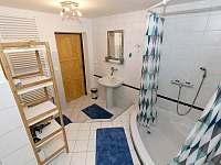 koupelna s vanou - chalupa k pronájmu Horní Maršov