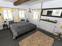ložnice pro dva za příplatek - chalupa k pronájmu Horní Maršov