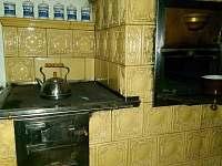 kachlová kamna s pecí