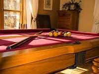 Kulečník v obývacím pokoji - rekreační dům k pronájmu Trutnov