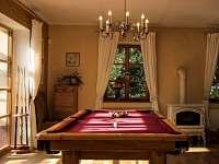 Kulečník v obývacím pokoji - rekreační dům ubytování Trutnov