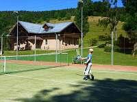 tenisový kurt v místě