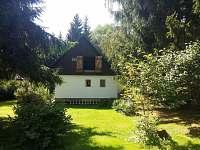 udržovaná zahrada, místo pro odpočinek