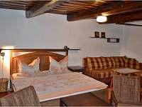 velká manželská postel a pohodlná rozkl. pohovka - sladké spaní pro 2 + 2