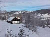 Chalupa pod Stráží ve slušivém bílém kabátě - k pronajmutí Rokytnice nad Jizerou