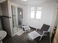 Odpočívárna, sprcha a WC u sauny