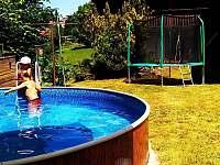 Bazén a trampolína - chalupa k pronájmu Vysoké nad Jizerou