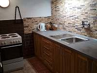 Kuchyň 1.NP včetně přistýlek - chalupa ubytování Vysoké nad Jizerou