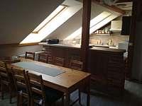 Obývací část s kuchyní a jídelnou - Vysoké nad Jizerou
