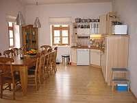 Kuchyň s jídelnou - chalupa ubytování Čermná