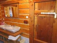 koupelna v přízemí a vchod do sauny - Pec pod Sněžkou