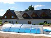 Statek se zakrytým bazénem. - vila ubytování Pilnikov