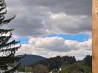 Výhled z okna na Černou horu - ložnice č.2 - pronájem apartmánu Svoboda nad Úpou