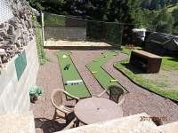 Minigolf na zahradě