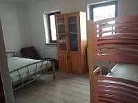 Ložnice č.1 s maxi manželskou postelí, palandou pro dva a jednou přistýlkou. - Mostek - Souvrať