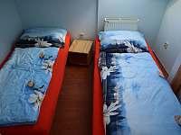 pokoj s oddělenými postelemi - apartmán k pronajmutí Lánov