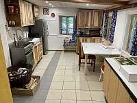 Nově zrekonstruovaná kuchyň. - chalupa k pronájmu Rokytnice nad Jizerou - Vilémov