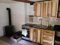 V říjnu 2020 nově zrekonstruovaná kuchyně - pronájem chalupy Rokytnice nad Jizerou - Vilémov
