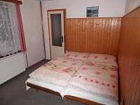 pokoj v přízemí (2. ložnice) - pronájem chalupy Rokytnice nad Jizerou