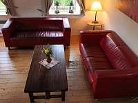 chalupa POD LESEM čp. 7 - obývací pokoj - pronájem Žacléř