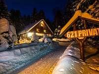 Privát u Lesa v zimě v noci - apartmán k pronajmutí Rokytnice nad Jizerou