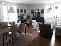 Obývací část - apartmán k pronájmu Rokytnice nad Jizerou