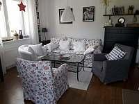 Sedací souprava_obývací část - apartmán k pronajmutí Rokytnice nad Jizerou