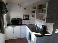 kuchyňka - chalupa k pronájmu Prkenný důl