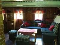 obývací pokoj - chalupa k pronajmutí Prkenný důl