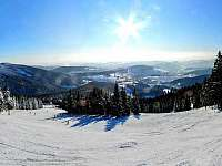 Krásný pohled na lyžování v Krkonoších