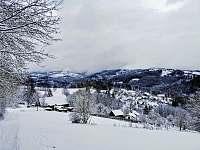 Osada Jilem v zimě, 10 min chůze nad chatou