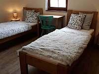 Dvojůžkový pokoj v apartmánu - chalupa k pronajmutí Prkenný Důl