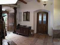 Chodba, vstup do kuchyně - chalupa k pronájmu Horní Olešnice - Zadní Ždírnice