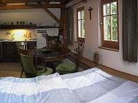 Ložnice č.1 s kuchyňkou - chalupa k pronájmu Horní Olešnice - Zadní Ždírnice