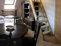 Ložnice č.1- schody do podkroví - Horní Olešnice - Zadní Ždírnice