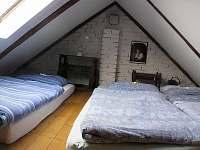 Podkrovní ložnice I. nad obývákem - pronájem chalupy Horní Olešnice - Zadní Ždírnice
