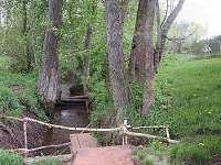 Potok s červenými gránátky
